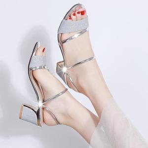 时尚凉鞋女粗跟韩版亮面俩穿一字拖高跟鞋