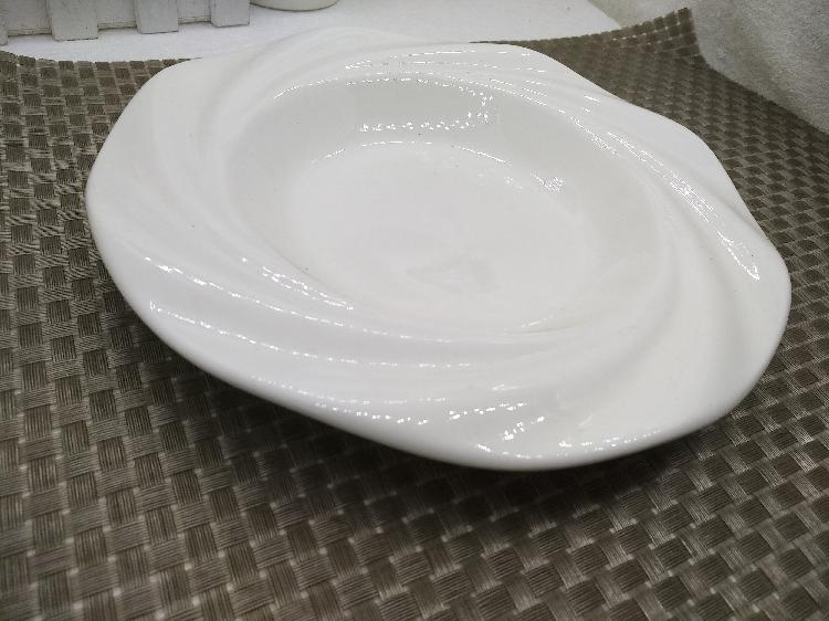 Pure white dish dish dish creative household irregular shaped deep dish dumplings move soup plate plate plate of ceramic plate