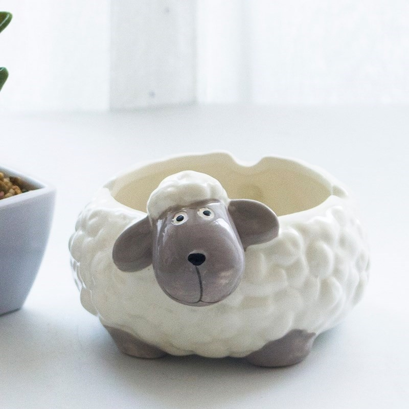 Bedroom large small animal creative ceramic ashtray lady cute ktv cartoon home large living room personality.