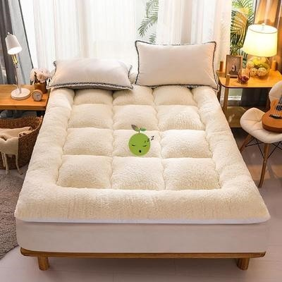 Household folding tatami mattress extra thick cotton furry rental bed dormitory feather velvet plus.