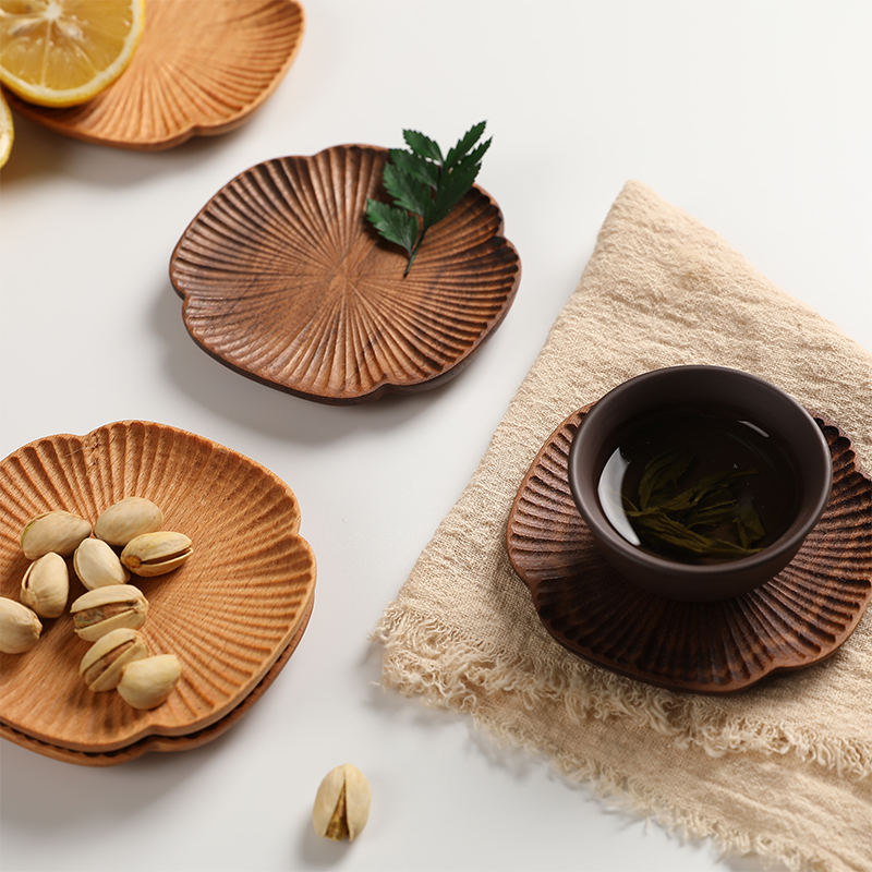 Nordic creative solid wood round black walnut four-leaf grass-shaped cup cushion water cup to support the home wood insulation mat