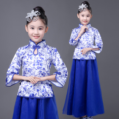 Children's blue and white porcelain performance, zither, girls, national wind Qipao, princess dress, students perform chorus costumes.