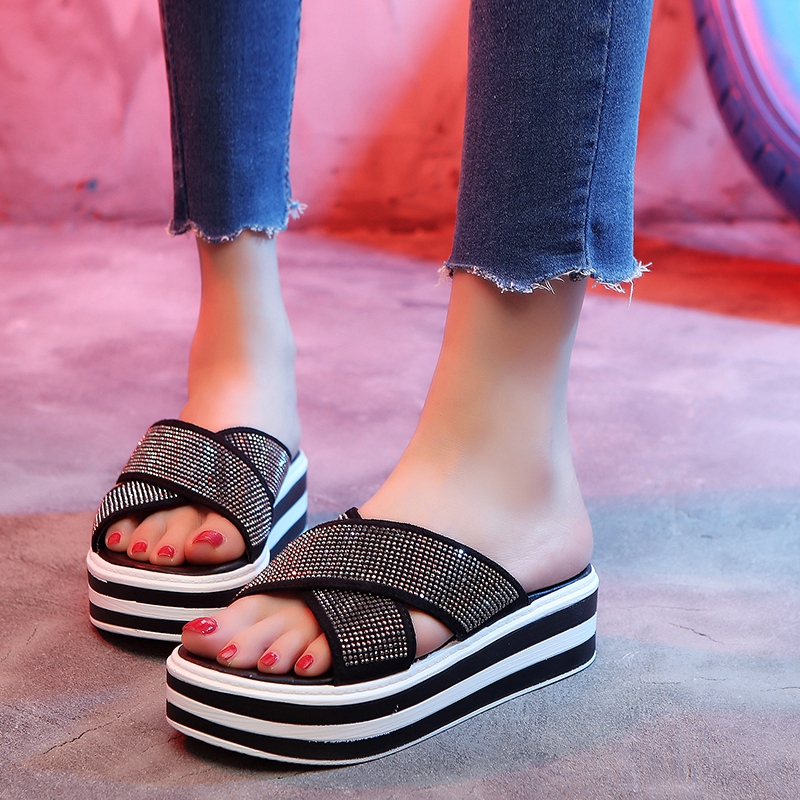 Outside the slipper female summer fashion puts on 2018 new style mahjong piece something like a joker card loose cake shoes thick bottom paillette cool drag net red student female shoe