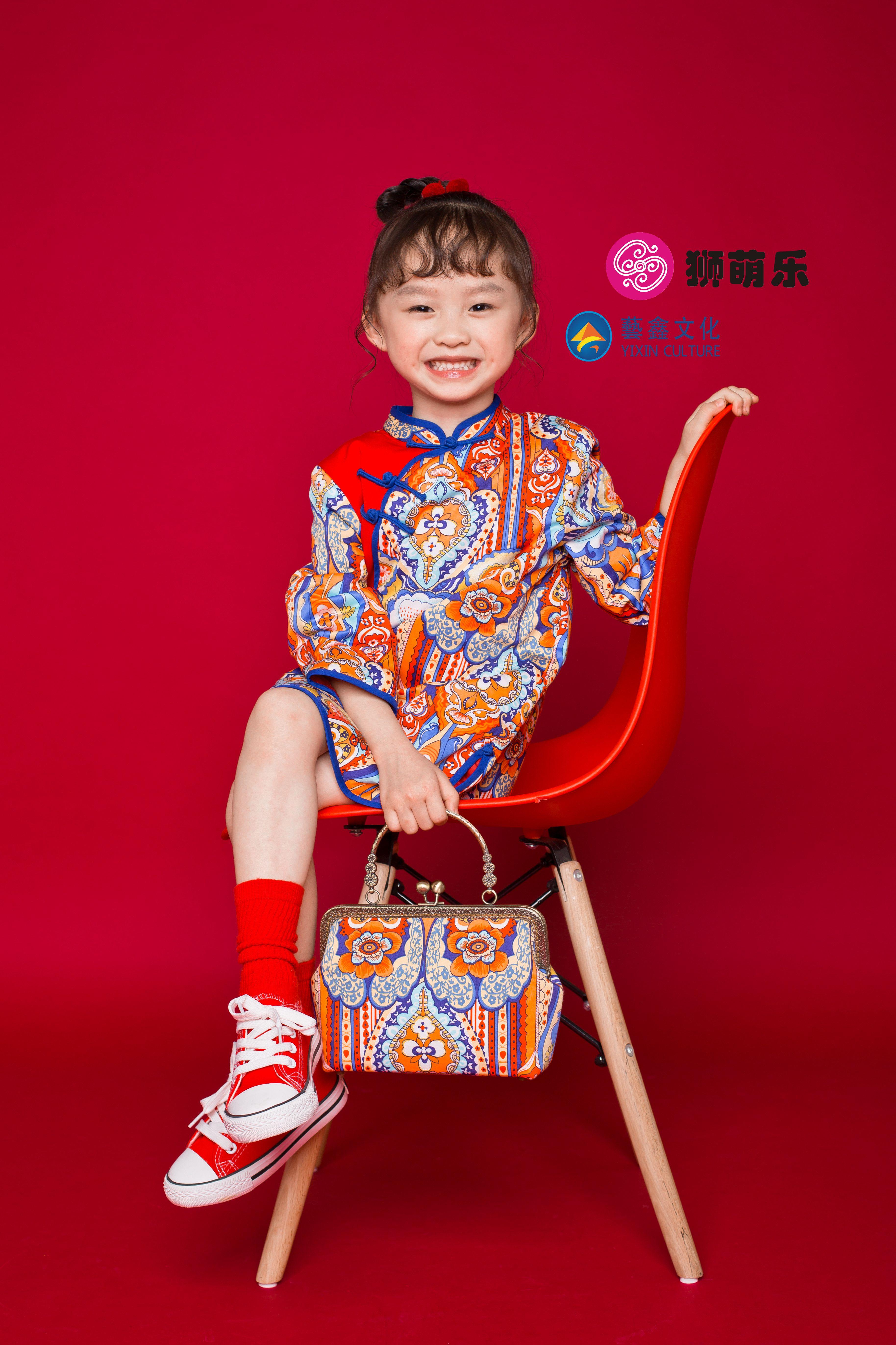 狮萌乐高端儿童唐装设计师品牌走秀花色女宝周岁过年旗袍外套
