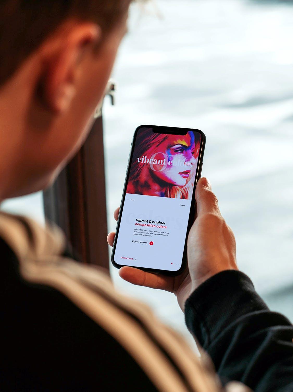 APP设计展示手持手机iPhone样机下载[PSD]设计素材模板