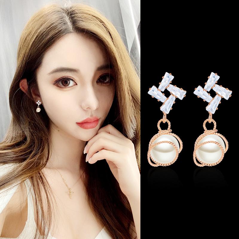 韩国珍珠个性女耳环红潮吊坠简约百搭耳坠长款耳钉网饰品人耳气质