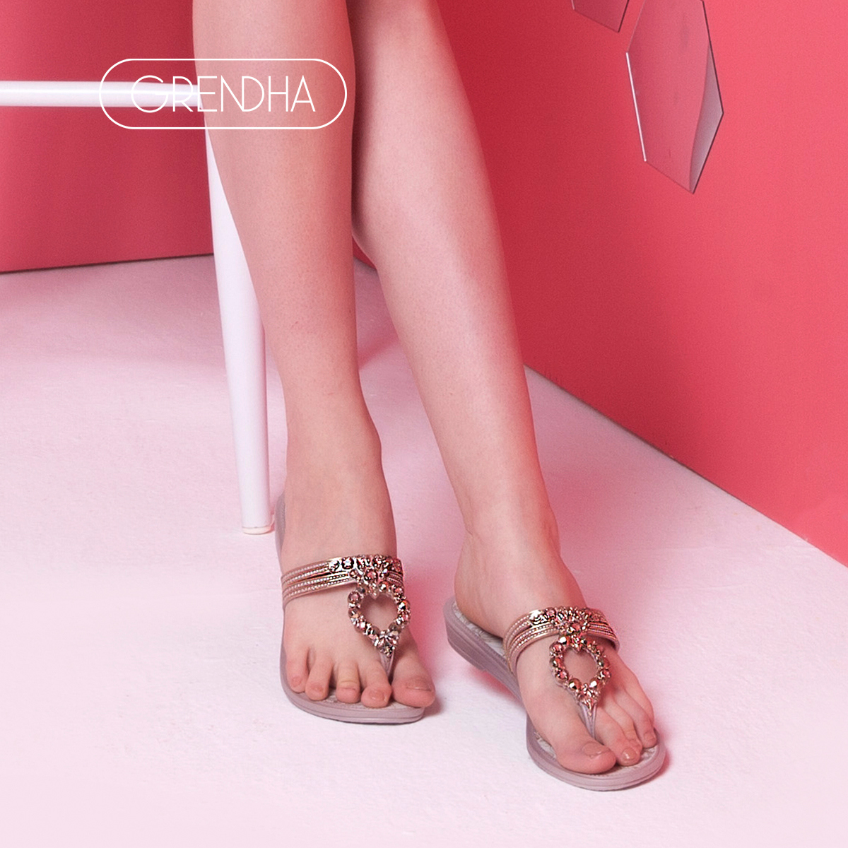 789571eb0 ... GRENDHA2018 spring and summer new flower diamond series summer flat  with light luxury imported thong sandals