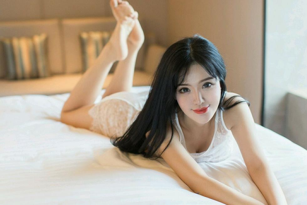 女神刘钰儿浴缸里薄如轻纱透视内衣撩人诱惑写真
