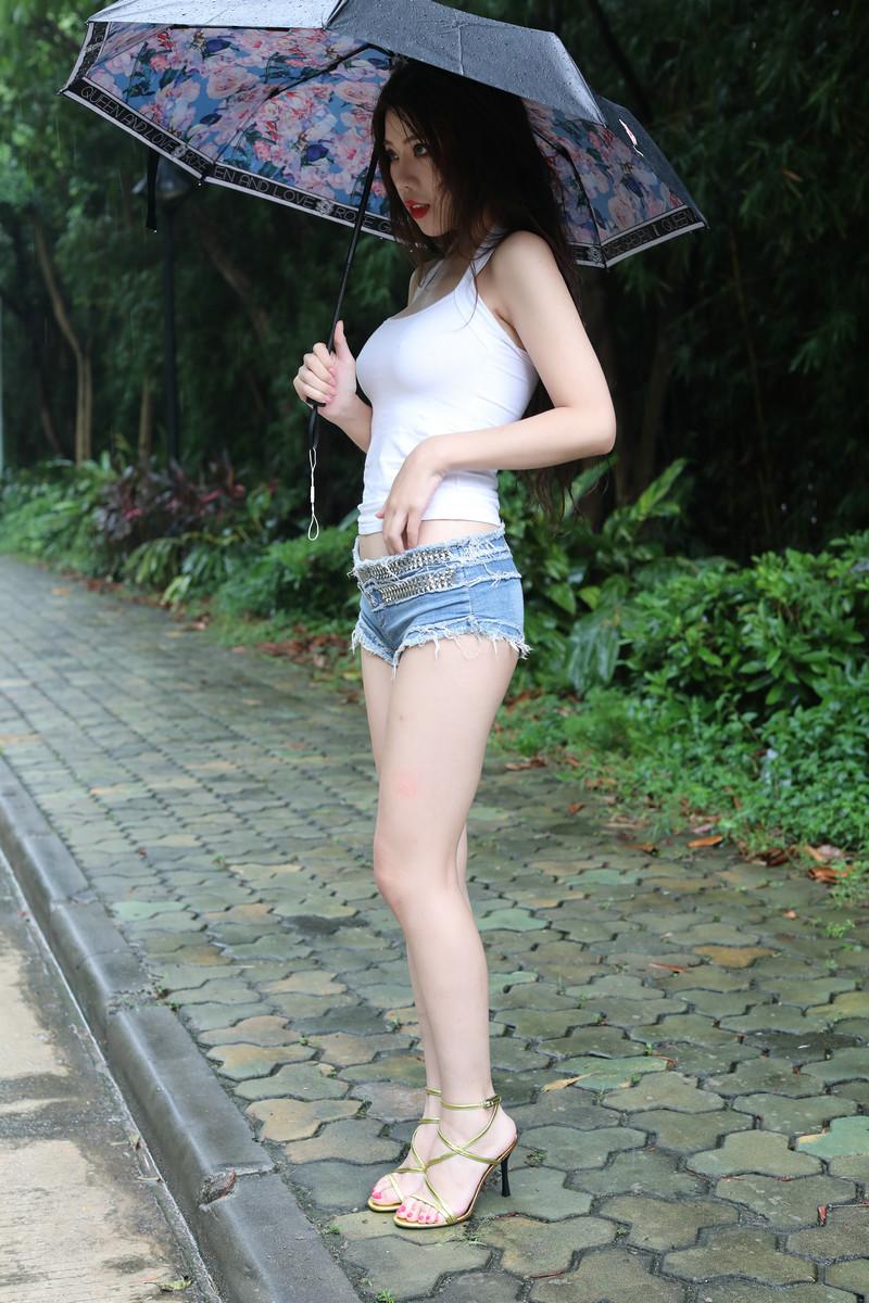 雨后的超白大长腿性感美女热裤高跟太诱惑【套图】 12651265 魔镜原创摄,魔镜街拍,性感美腿,街拍第一站,街拍美女, 帖子ID:591