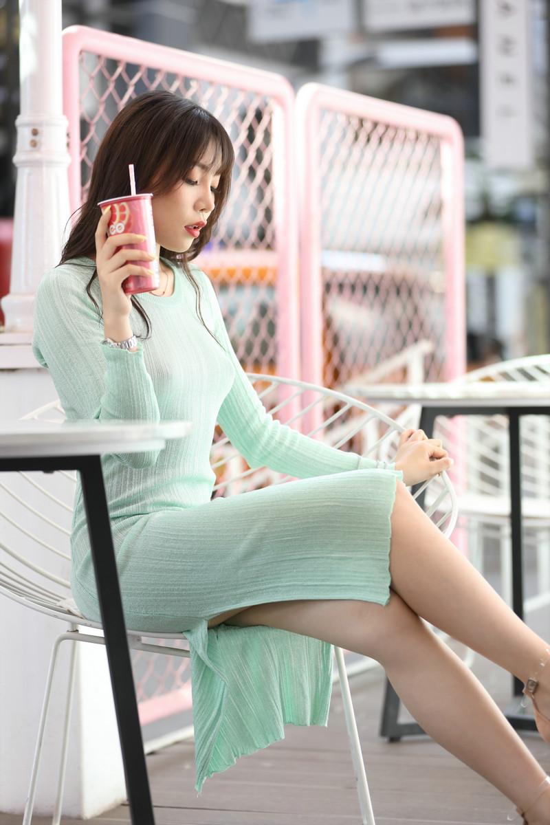 芝芝性感浅绿色包臀裙【套图+视频】 70937093  帖子ID:659