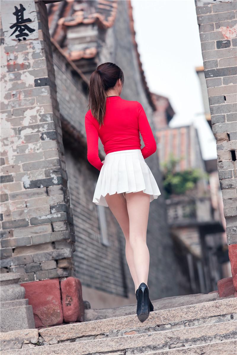 红衣短裙高跟美女 【套图+视频】 56385638 帖子ID:13
