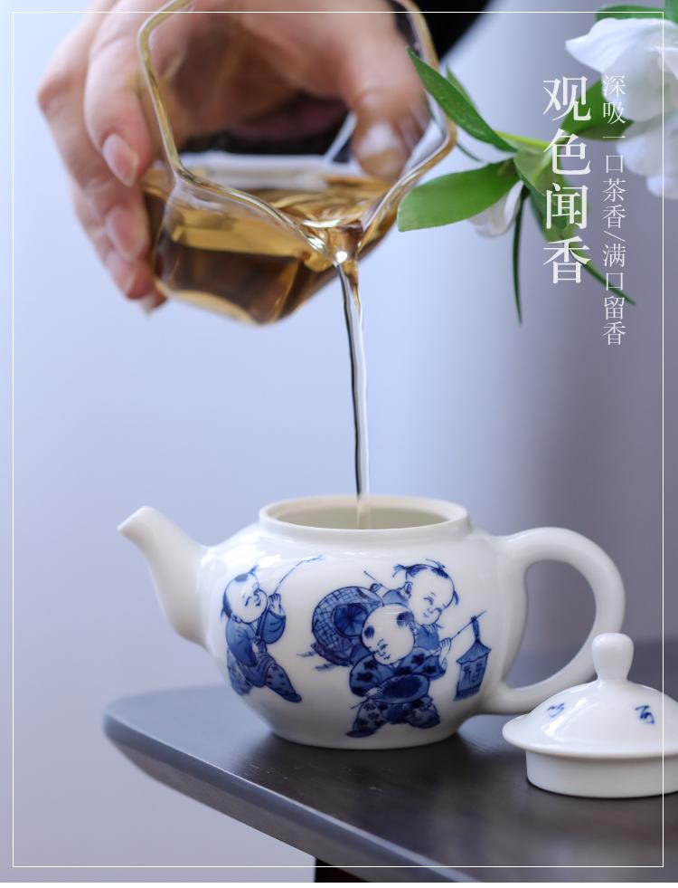 Hand made blue and white porcelain little teapot kung fu tea tea ware jingdezhen ceramics high temperature ceramic household rushed the teapot
