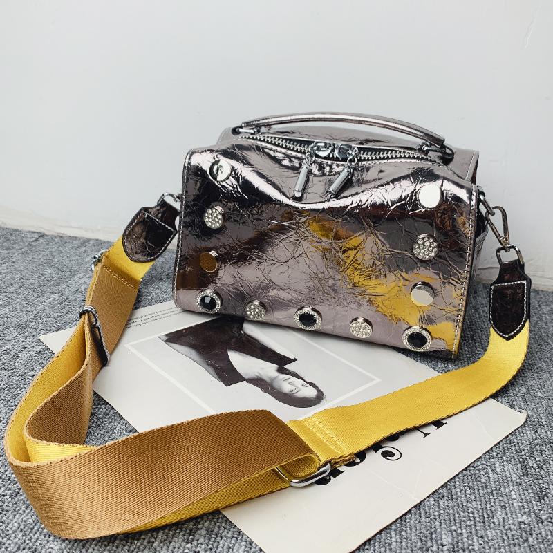 欧洲站软皮女铆钉2019新款水钻爆裂纹包包小包手提斜挎时尚枕头包