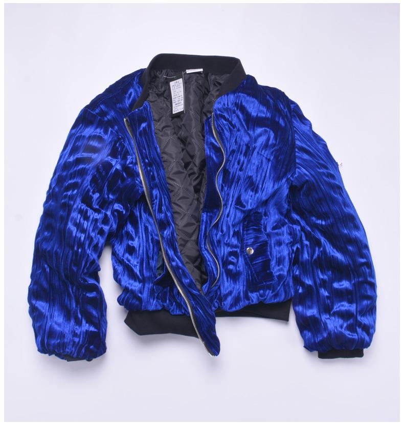 Ares & Force huấn luyện viên thần tượng Cai Xukun với dòng người đàn ông trong áo khoác màu xanh nhung áo khoác những người yêu thích