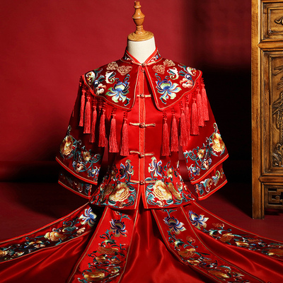 Bride's Chinese Wedding Garment Wine Dress Bride's formal dress is dignified and elegant
