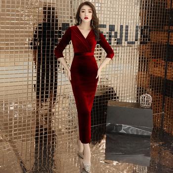 Красный ночь платья женщина 2020 новый зима темперамент бархат конец праздник может уважение ликер одежда платье дамы длинная модель, цена 3820 руб