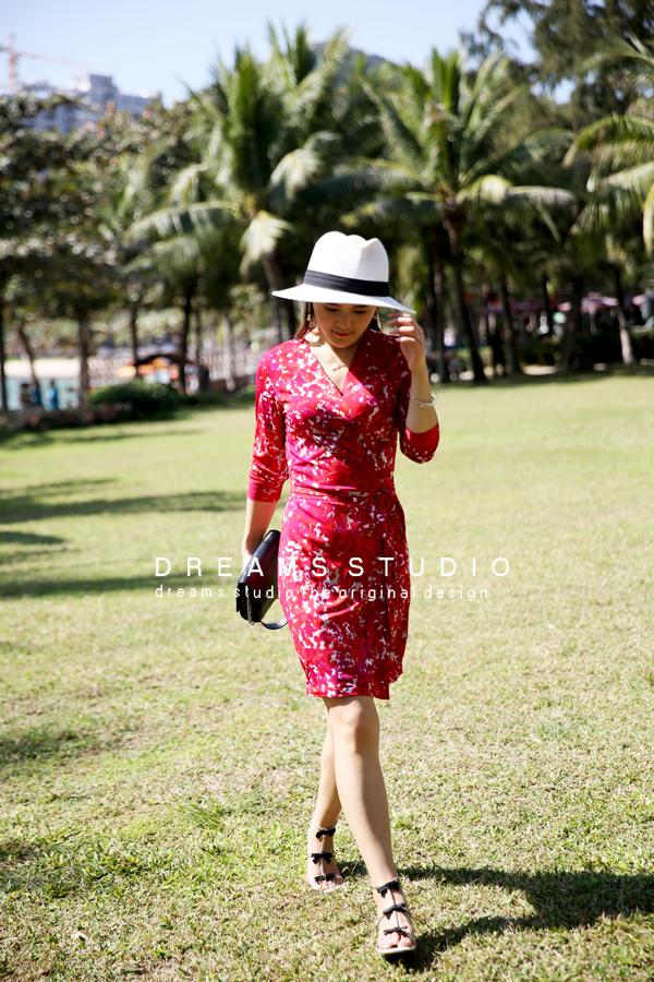 Sản phẩm mới mùa hè in màu đỏ du lịch ngắn cắt tay áo bọc váy