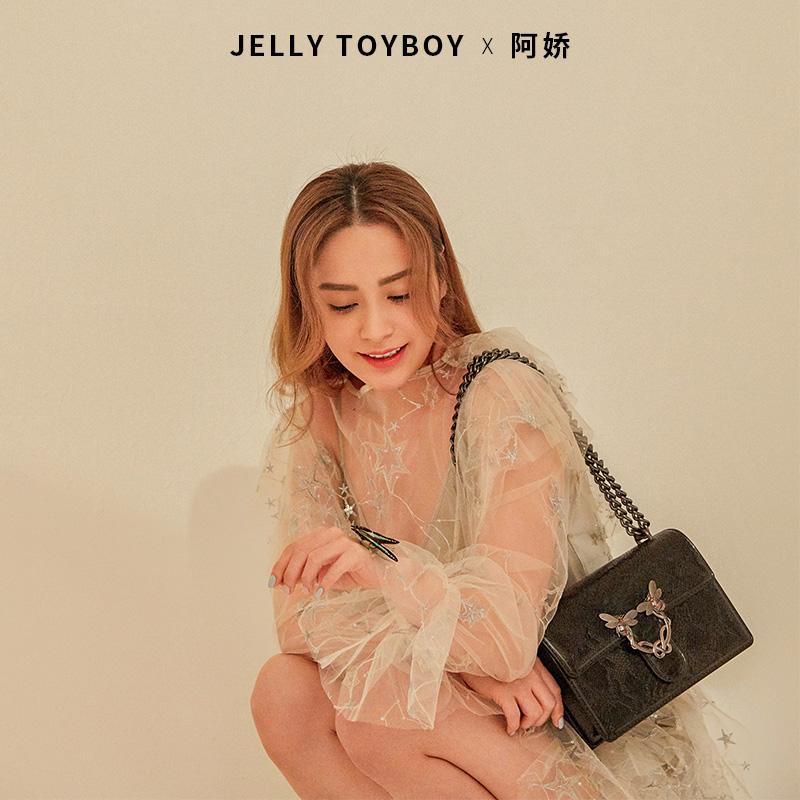 阿娇代言 香港潮牌 Jellytoyboy 蜜蜂扣信封包 单肩包 多重优惠折后¥169包邮 3色可选