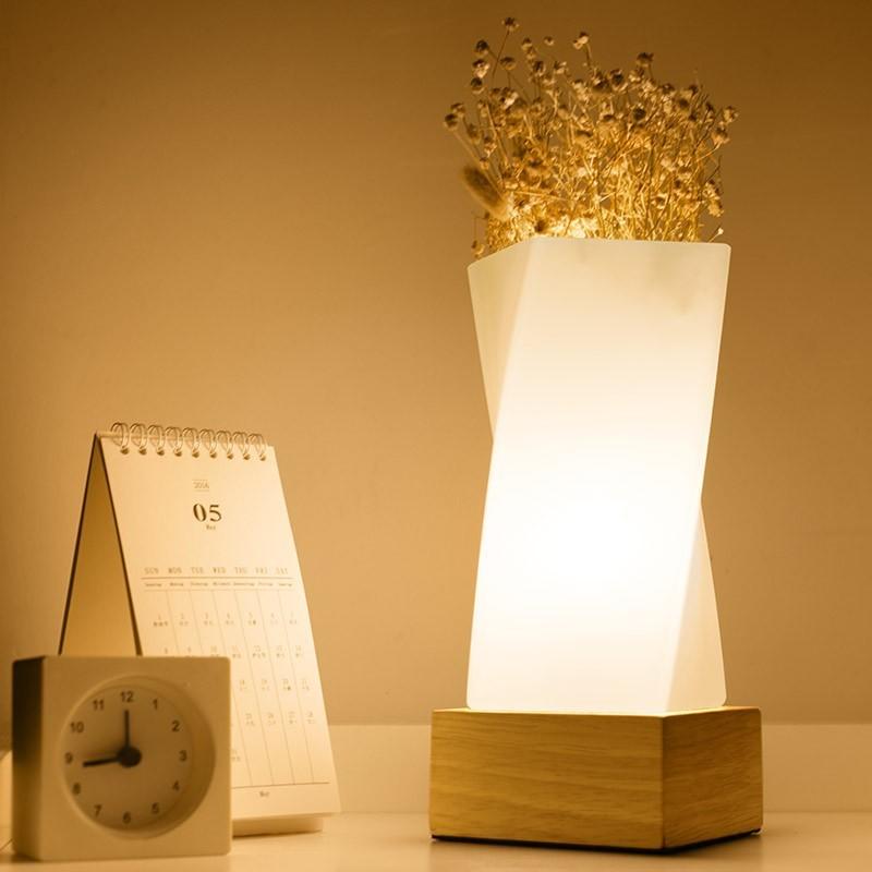 北欧简约装饰插花台灯创意实木书桌温馨喂奶调光小夜灯床头灯卧室