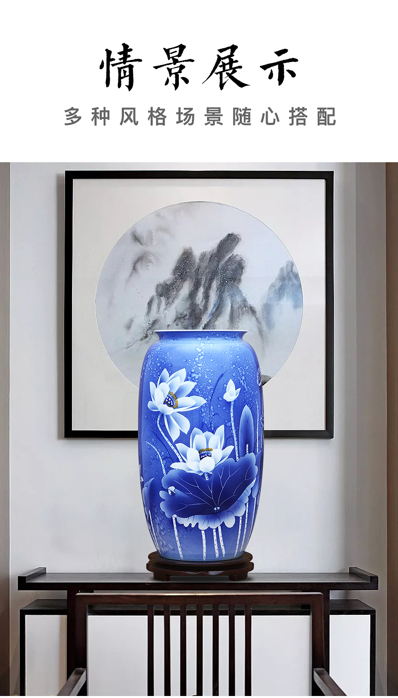 To the blue - and - white porcelain industry over the color white gourd bottle