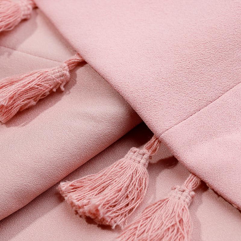 DPLAY2018 mùa xuân và mùa hè mới Châu Âu và Mỹ màu hồng đậm V-Cổ không tay eo váy hem tua váy váy