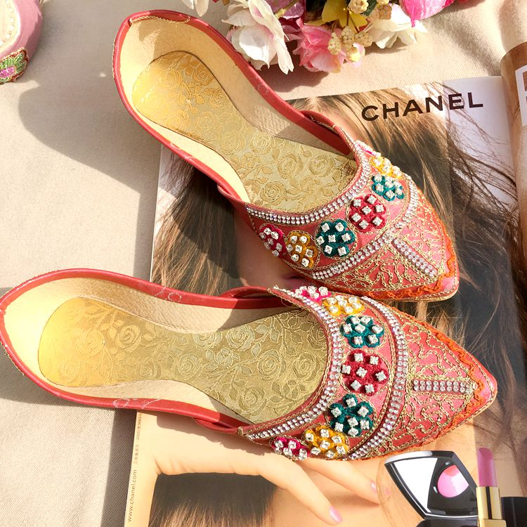 e313ef88ac1 Nepalese Indian leather pointed shoes handmade shoes flat with ethnic  embroidery shoes Big Red Wedding Shoes