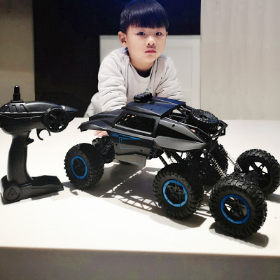 Children's remote control car off-road vehicle oversized four-wheel drive charging mobile racing climbing car boy toy 6-12 years old