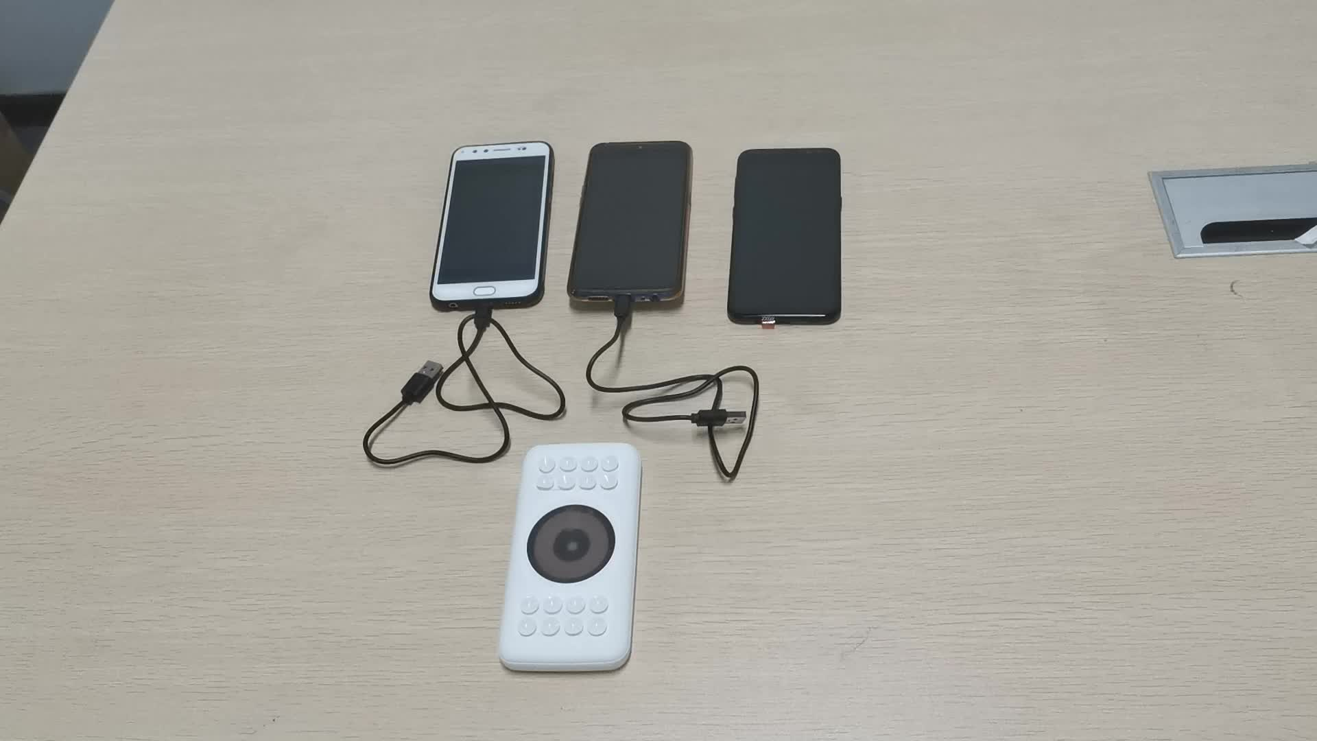 business type suction cup 10000mAh rubber soft touch 5W wireless powerbanks with MSDS ROHS CE