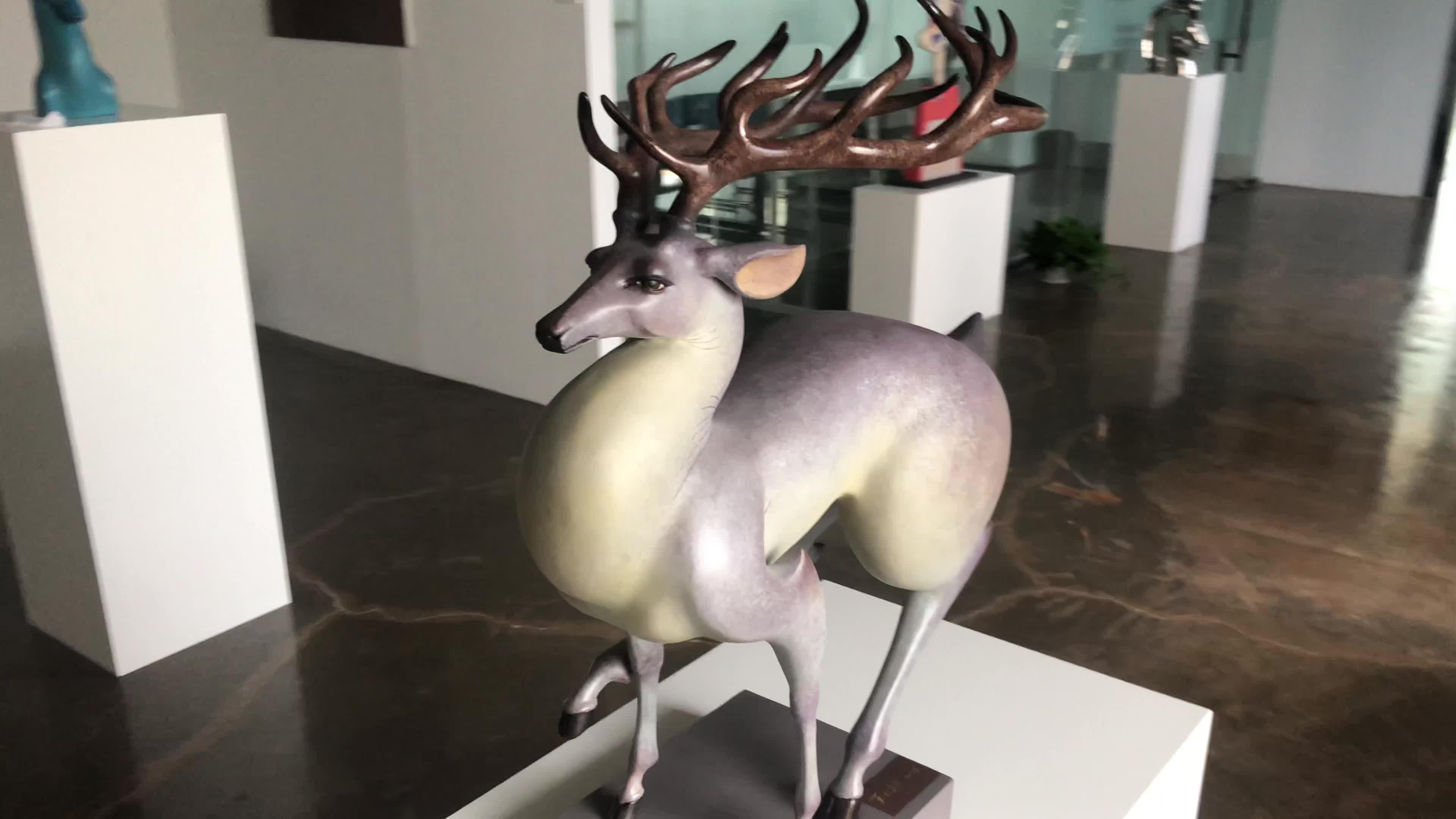 คุณภาพสูง 35*26*11 ซม.เดิมสีม่วงวิ่งกวางแม่พิมพ์ 3d สัตว์ artware ในร่ม bronze ประติมากรรม