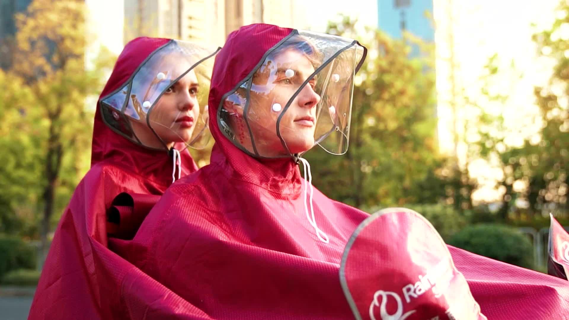 ファッションレインポンチョ 2 personcover 防水オートバイのレインウェア