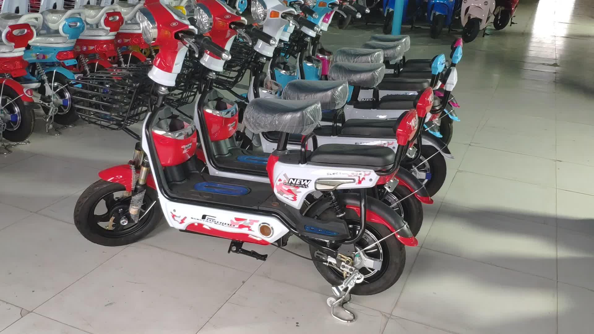 2018 nouveau Pas Cher Offre Spéciale adultes petit scooter électrique cyclomoteur 350W moto électrique avec pédales