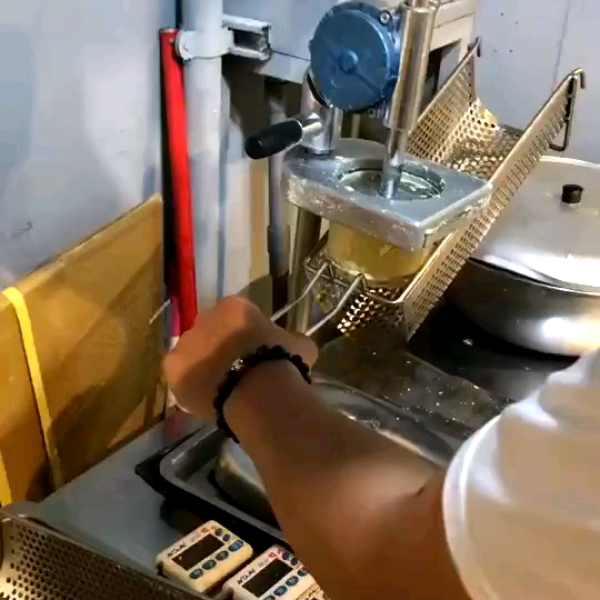 Hand press 30cm long mashed potato chip fries extruder /extruded potato chips making machine