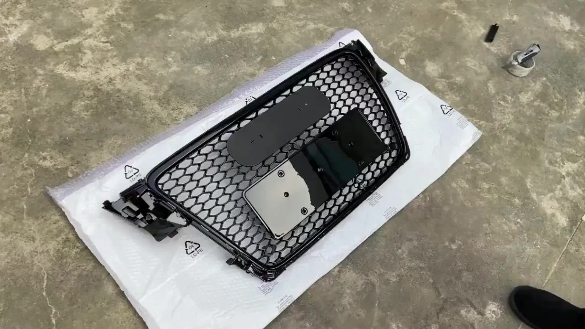 Honeycomb Style Front Grille For Audi A3 2017 2018 2019 2020 Upgrade Audi RS3 Mesh Grill With Silvery quattro