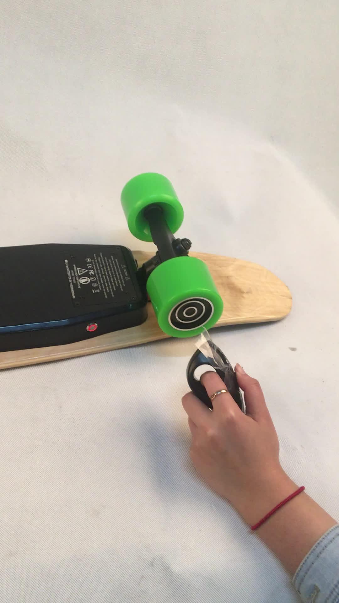 Tecnologia de 450W Japão no mini skate elétrico de pouco peso da inteligência do motor da roda