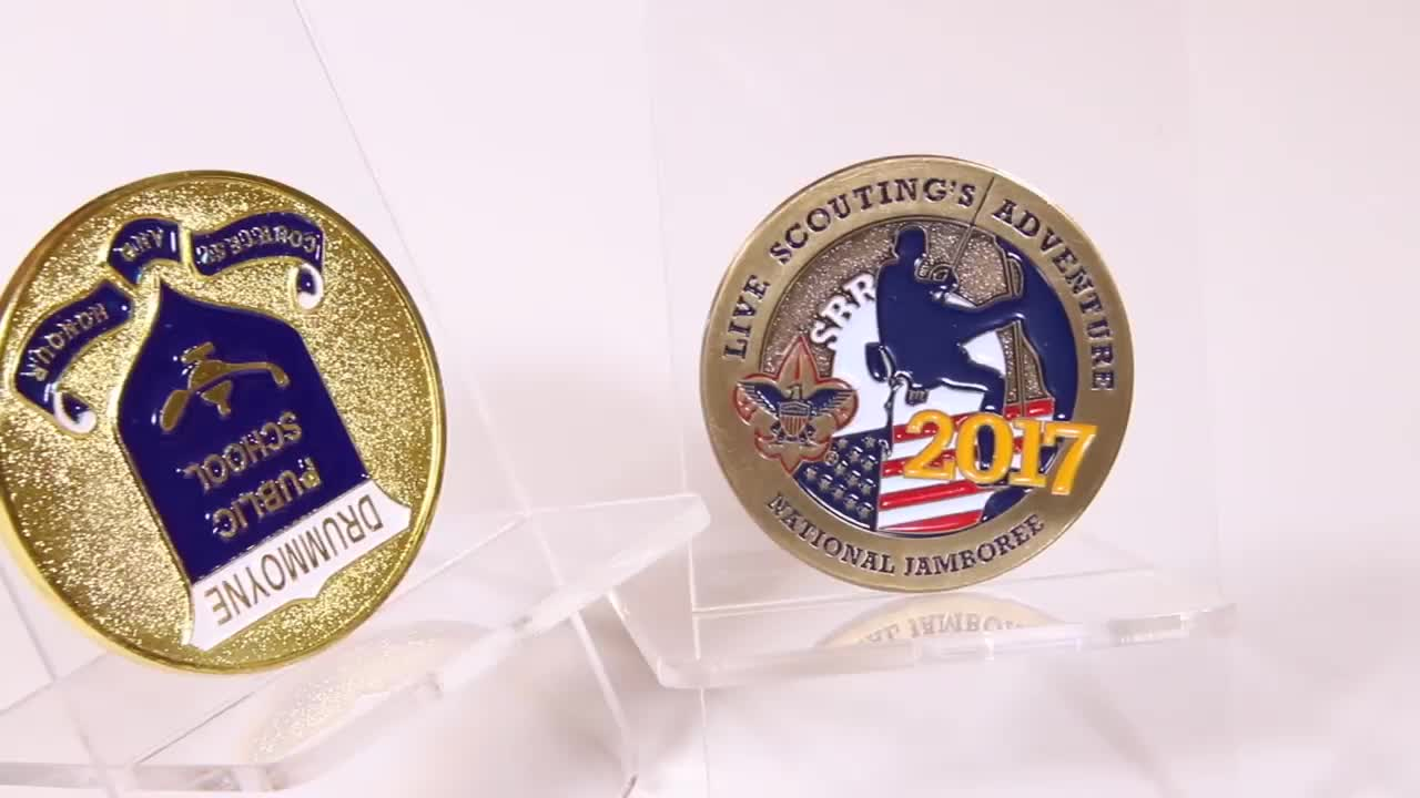 Custom Made Souvenir Commemorative Decoration Safety Metal Canadian Maple Leaf Gold 2 Euro Coins