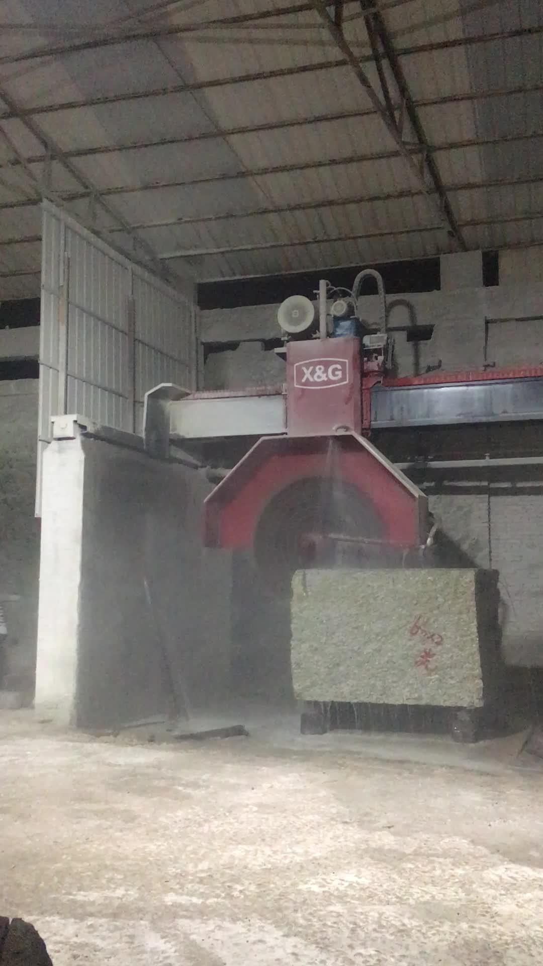 Marble and granite cutting machine