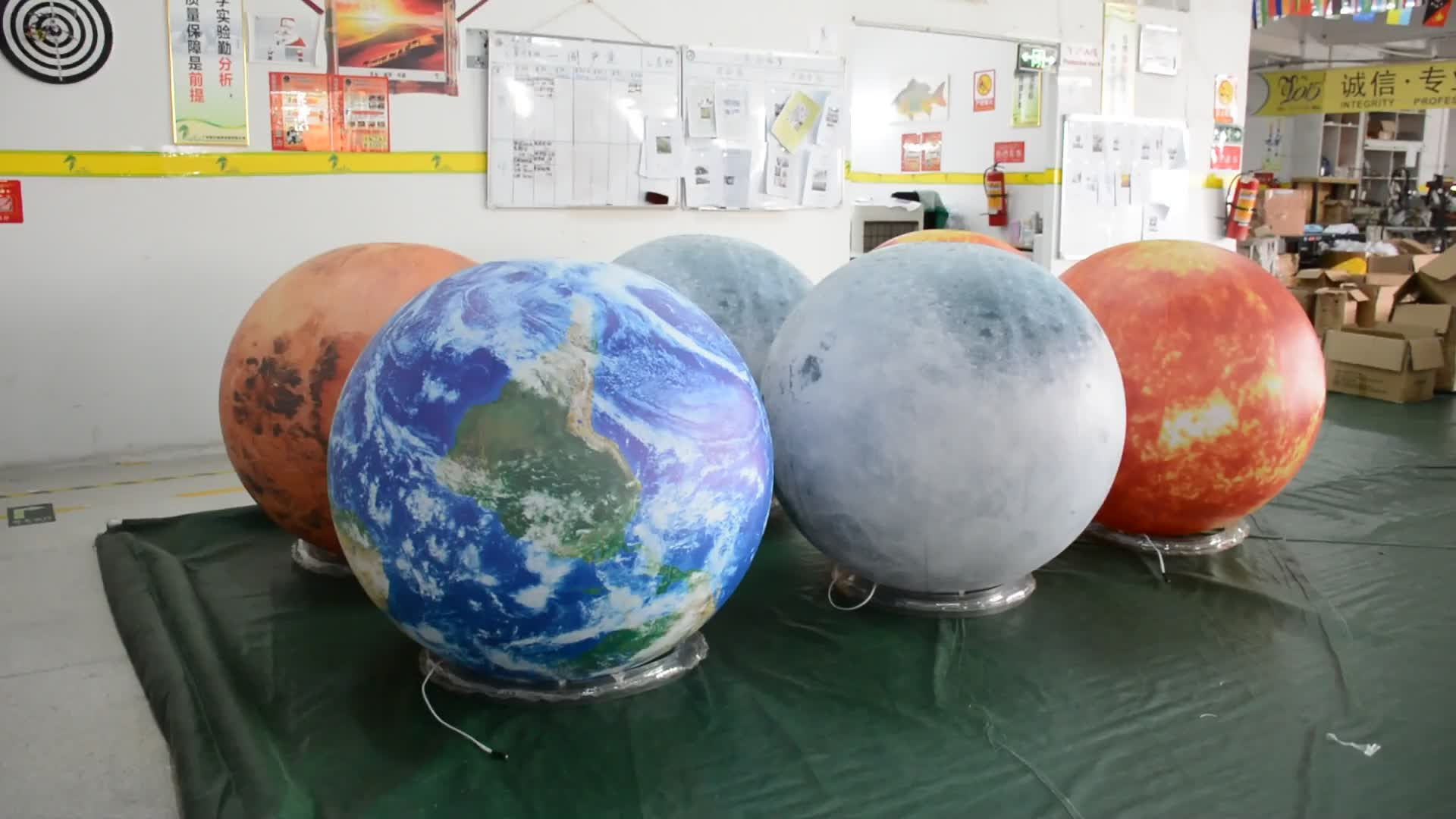Dia 2 เมตร PVC Inflatable Beach Ball โฆษณายักษ์ Globe ฮีเลียมบอลลูน 3d Planet