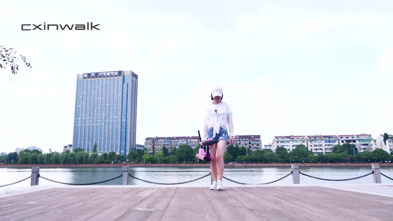 2020 China cheap 2 wheel electric skateboard stand up smart electric scooter with high quality