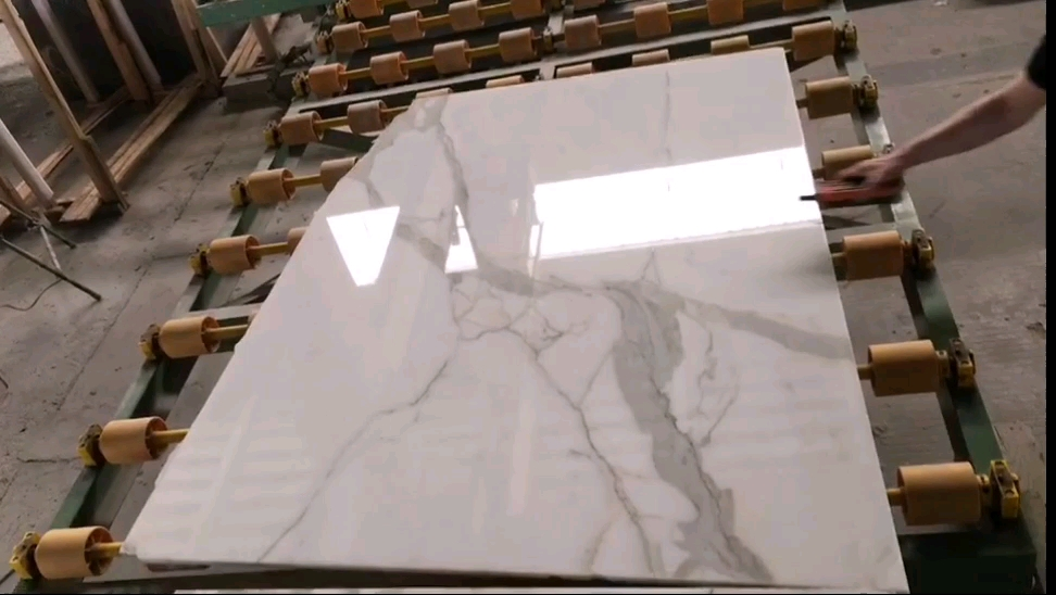 Hot Sale Polished White Slab Bianco Carrara Marble with Cheap Price