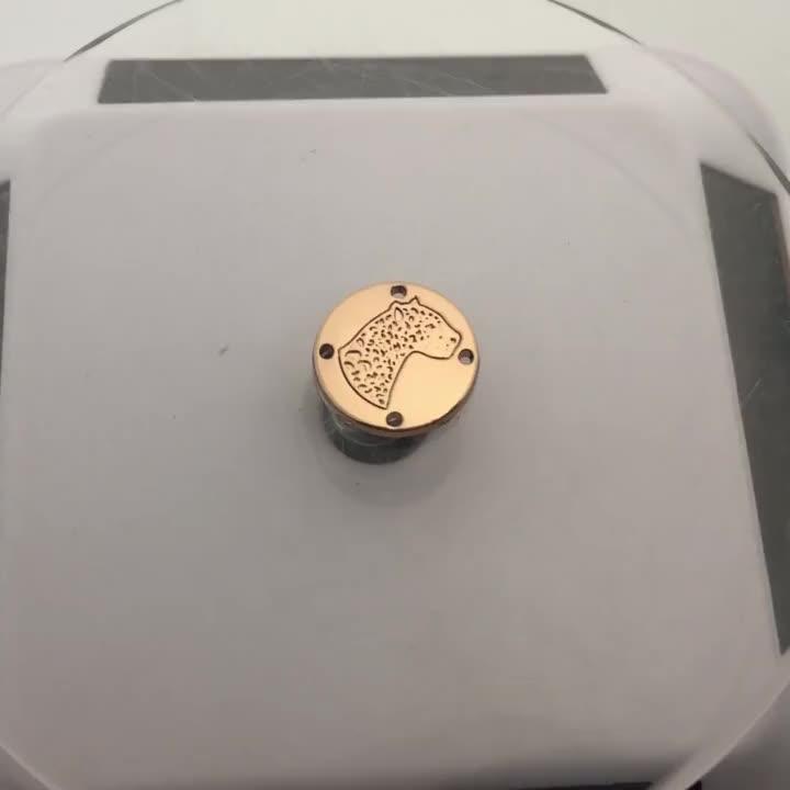 Rond or couture faites sur commande de logo de marque en métal estampage étiquette pour les vêtements