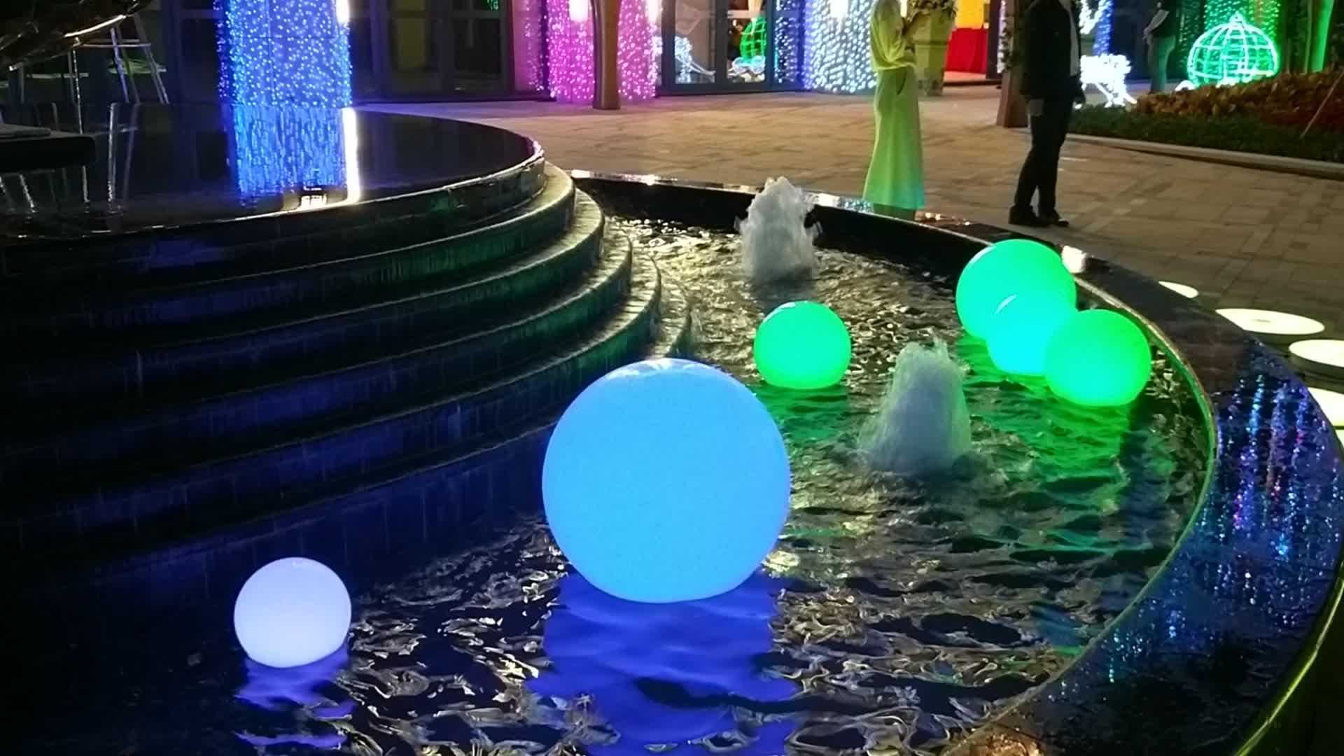 16 สีเปลี่ยนกันน้ำกลางแจ้งพลาสติกเรืองแสง LED ลอยสระว่ายน้ำลูกโลก/LED glow สระว่ายน้ำ ball สำหรับคริสต์มาส