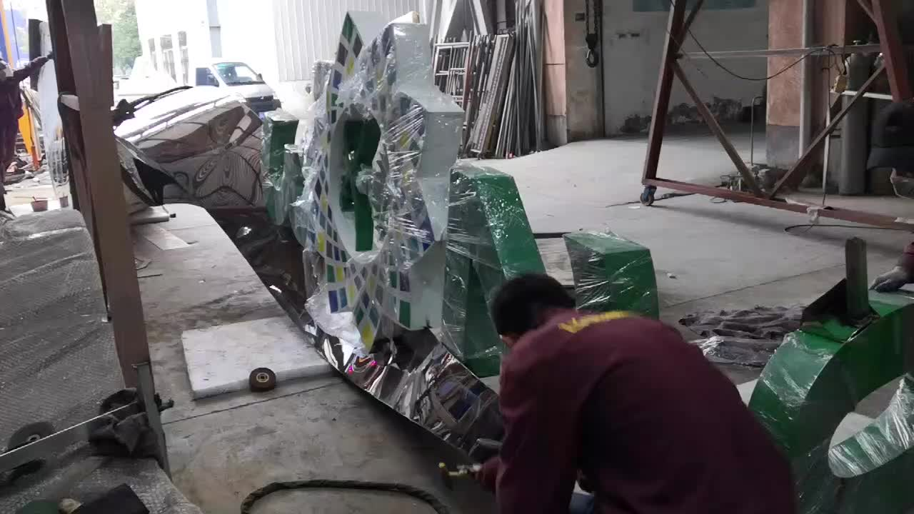Leading professional design for large metal sculpture for Saudi Arabia