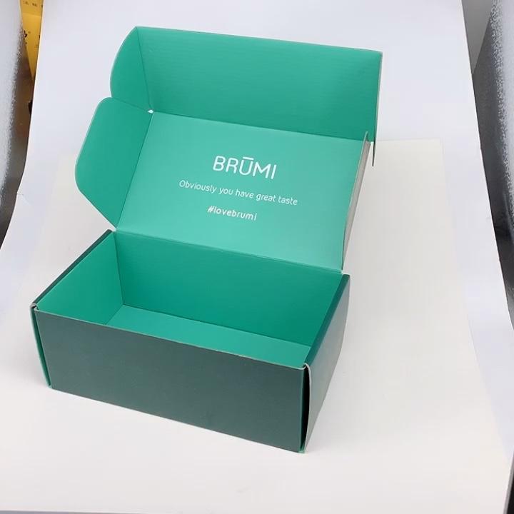 Раздавливаемая гофрированная доставка Почтовая картонная коробка коробки белый