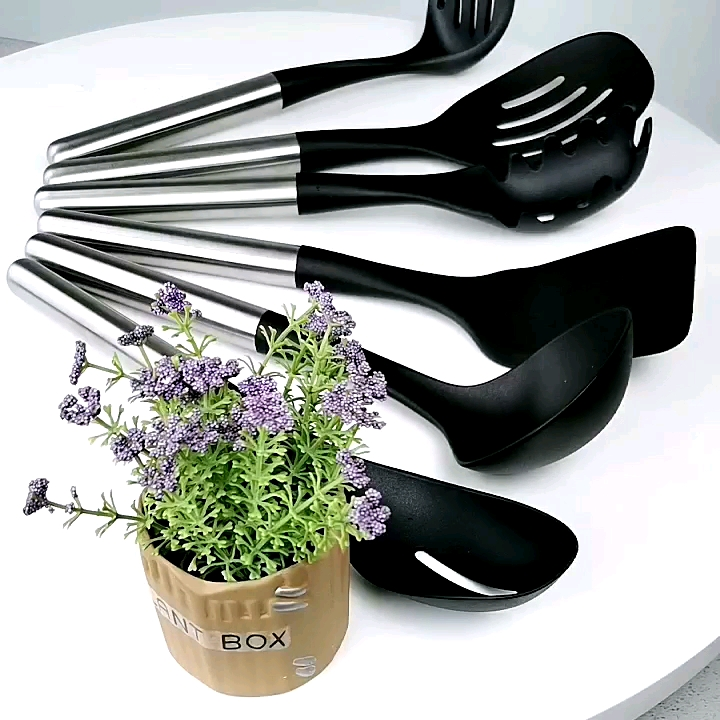 New Design 8pcs Food Grade Heat Resistant Nylon Utensil Set Cooking Tools with Stainless Steel Handle
