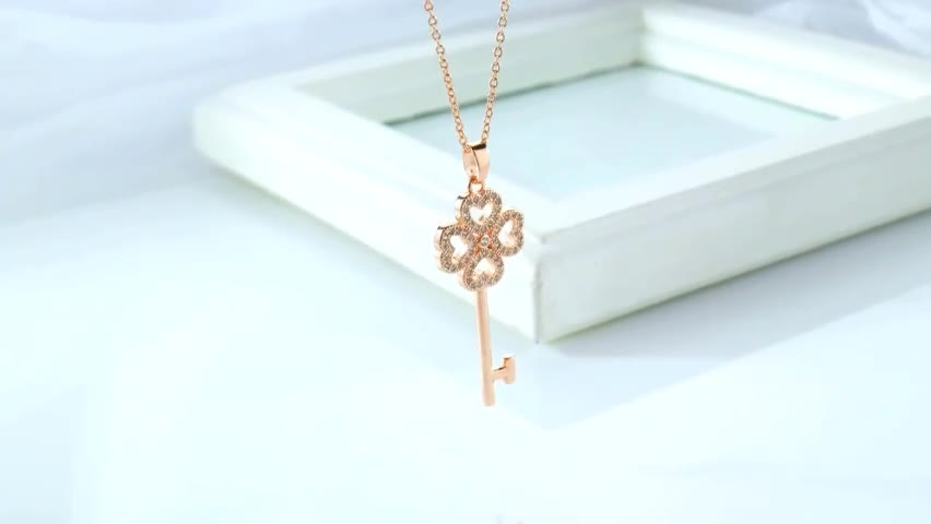 14K Gold Jewelry wholesale Four-leaf Clover Key Pendant Sweater Chain Necklace