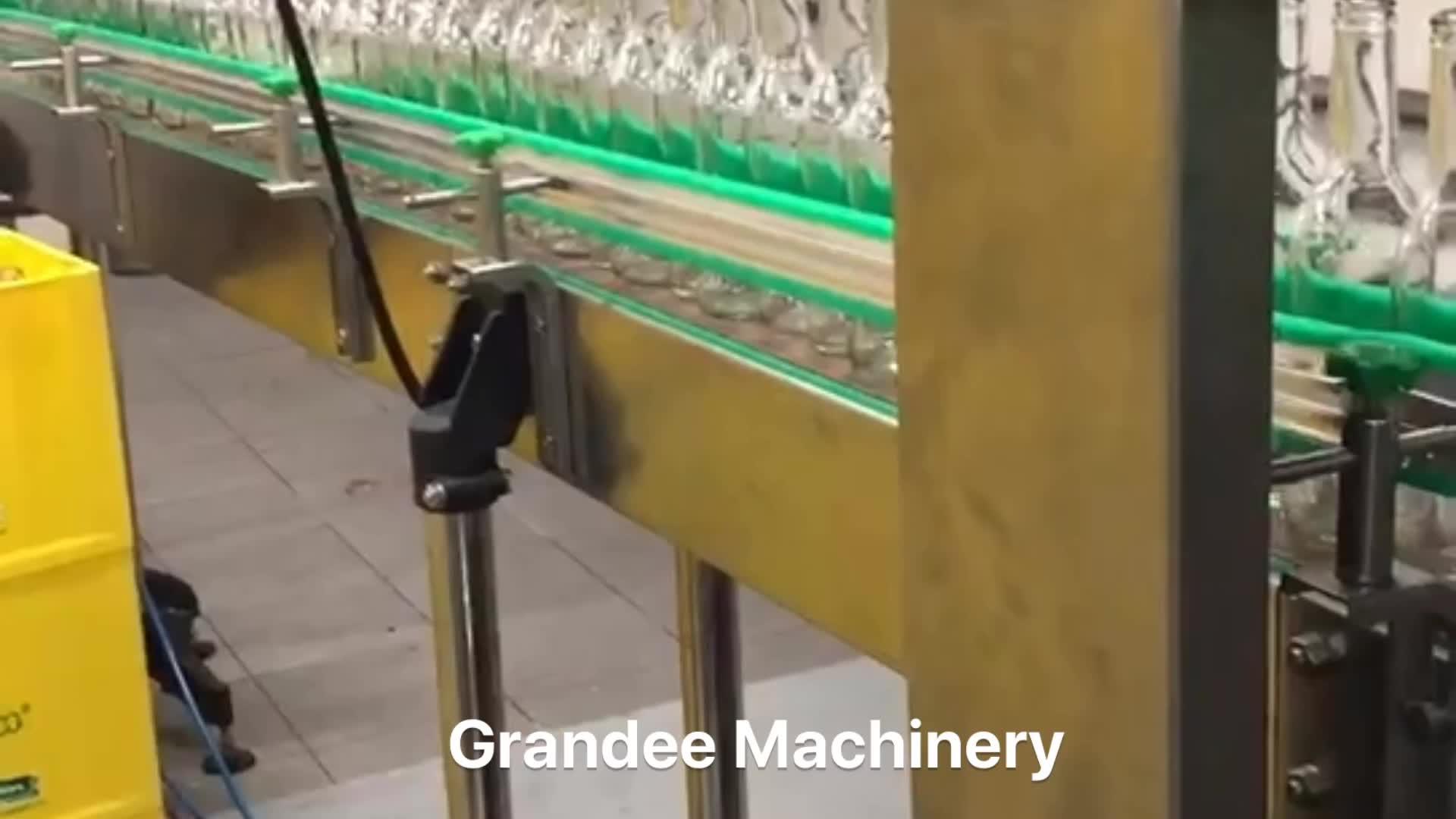 बॉटलिंग लाइन/मशीन कार्बोनेटेड शीतल पेय के लिए