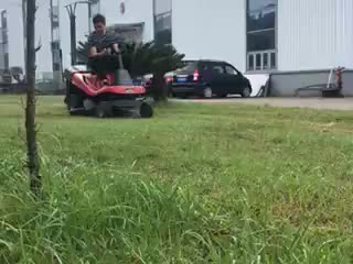 A low fuel consumption and low noise driving lawn mower