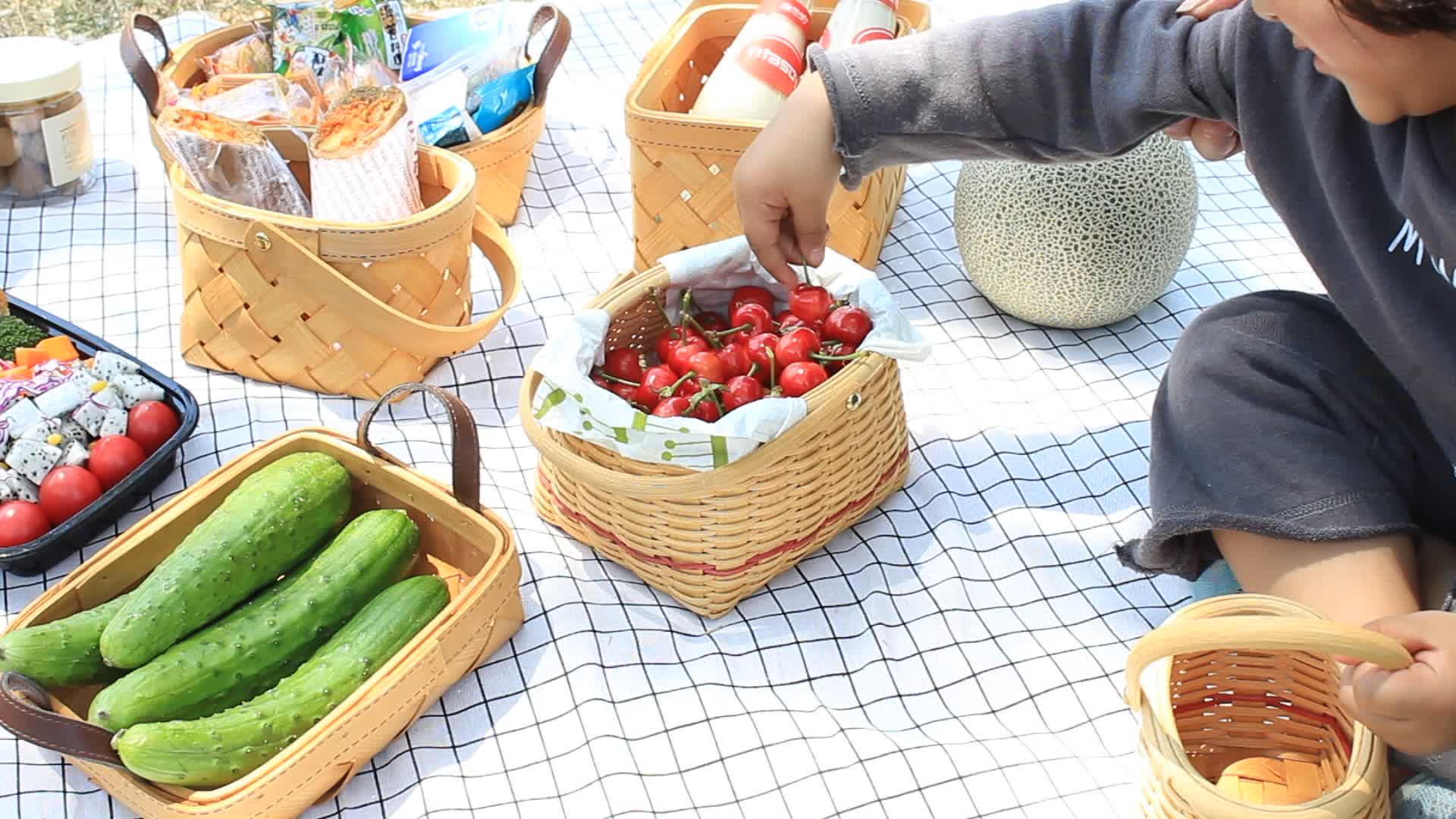 Wholesale Eco-Friendly Storage Picnic wicker Fruit vegetable bamboo bread Wooden woven rattan storage Basket