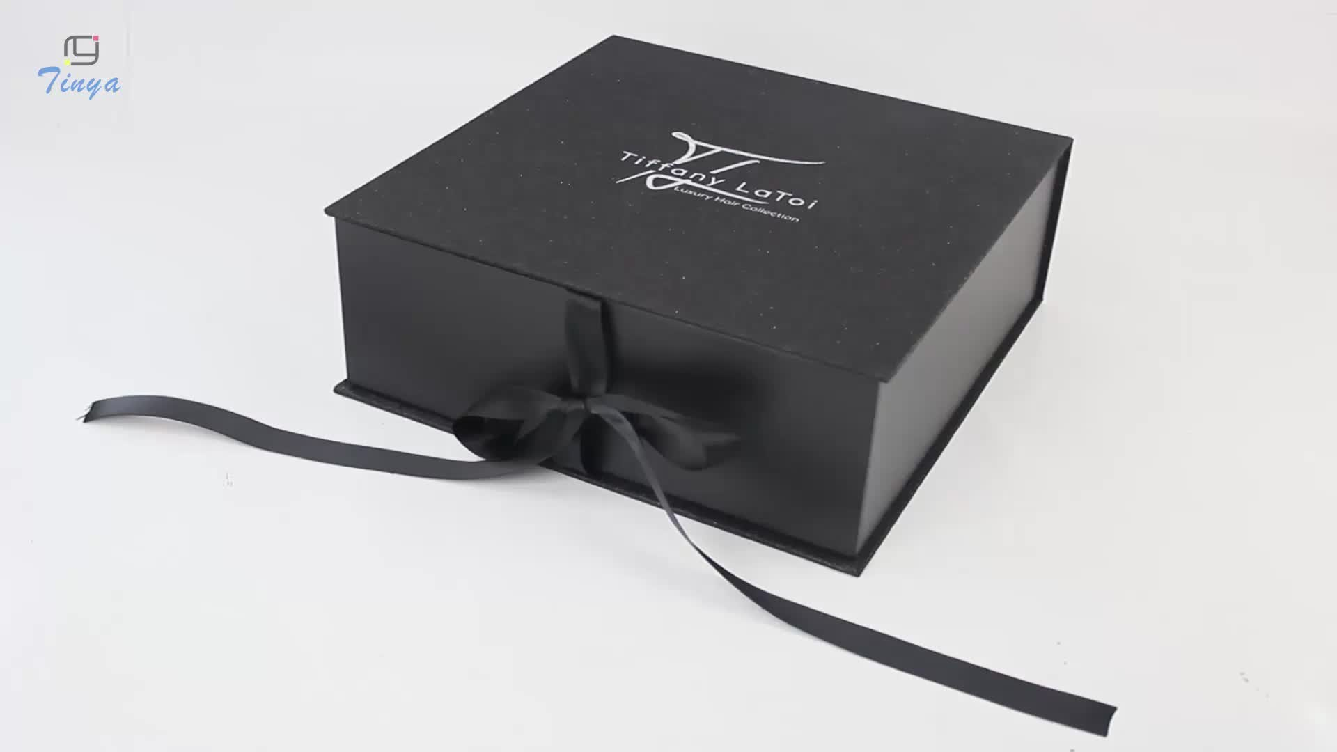 Monthly clothing subscription boxes for women