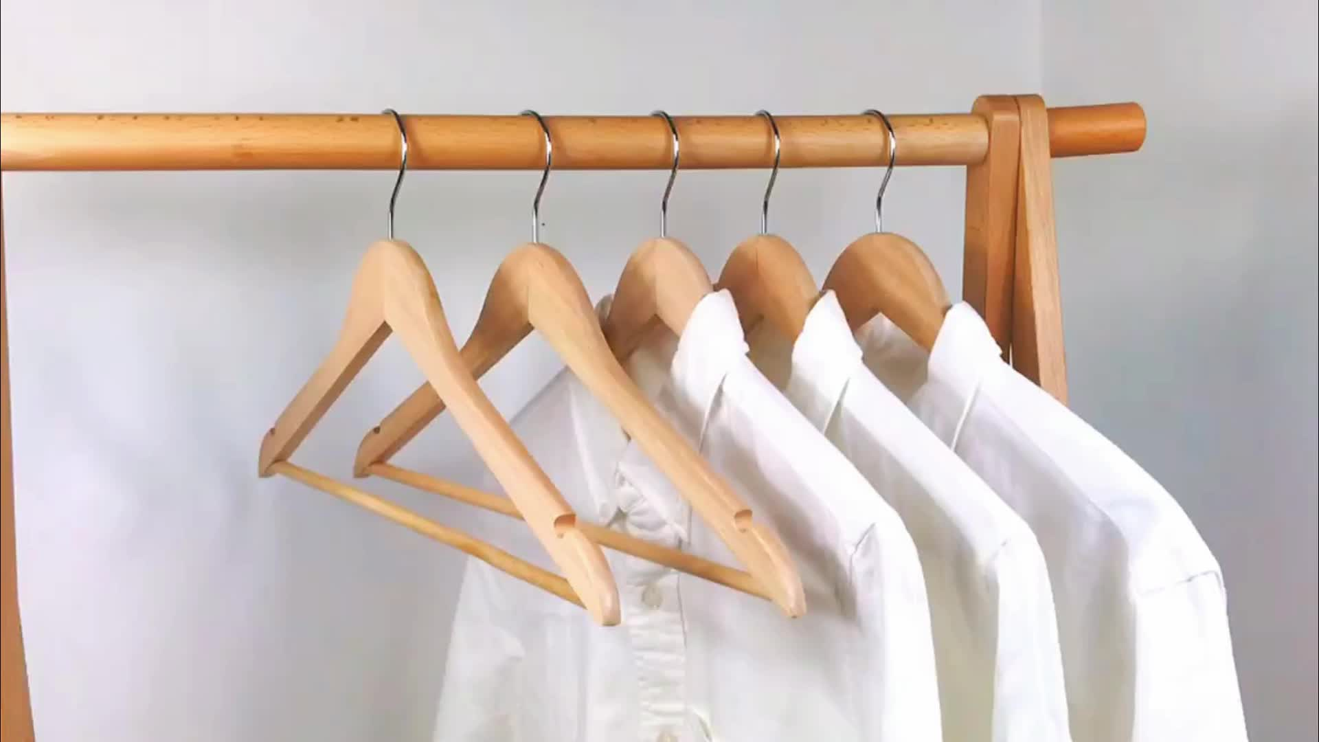 20pack rubber wood hangers with color box